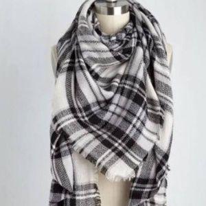 Micheal Stars black and white plaid blanket scarf